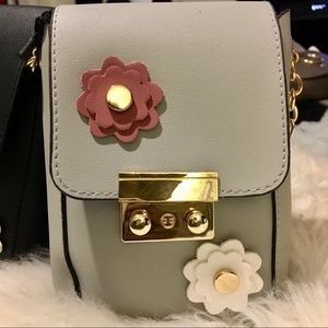 Socrushin Bags - Gray Flower Clasp Medi Crossbody Purse